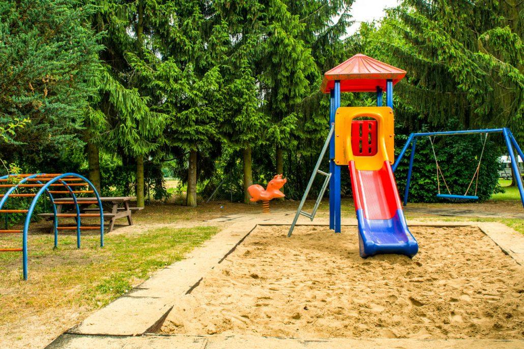 Klettergerüst Kinder Outdoor : Klettergerüst aus holz für kinder mit rutsche spielplatz in